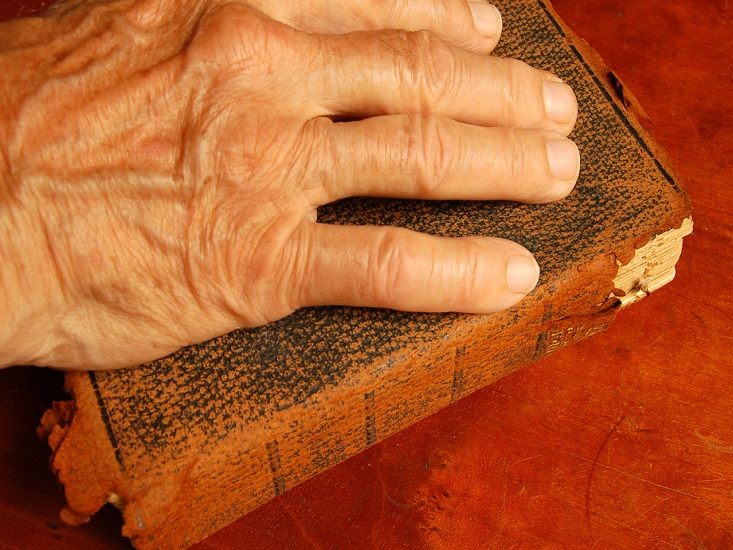 hand-on-a-bible-1417258-1279x850