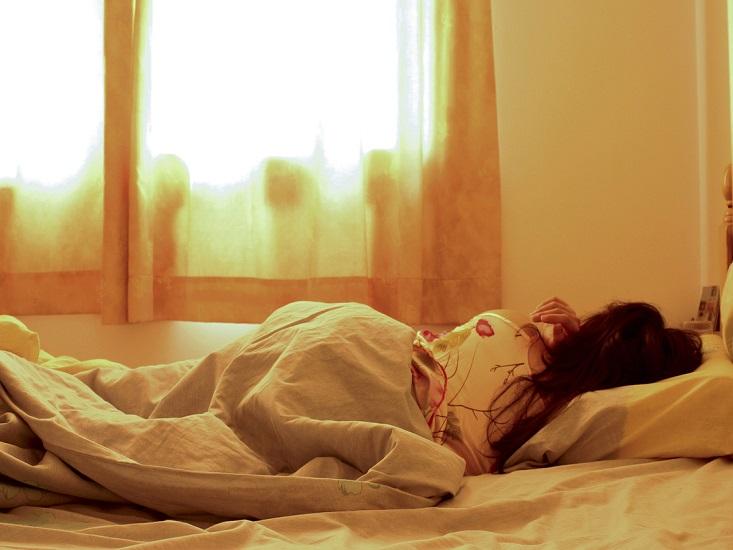 sleeping-wife-1177748-1279x852