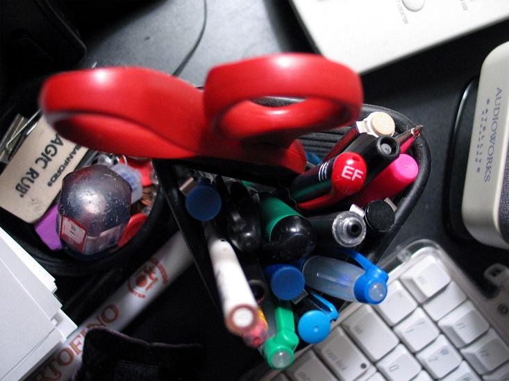 desk-clutter-1530033-1280x960